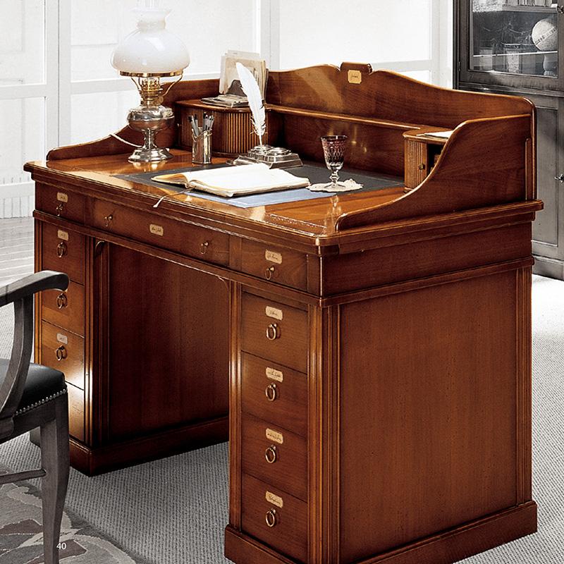 Письменный стол классический