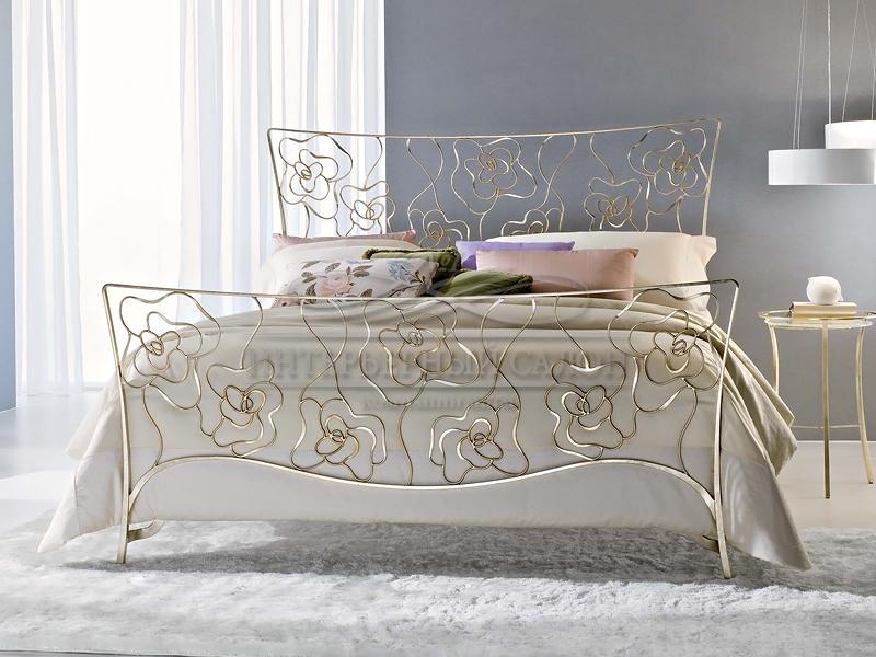 Металлическая кровать в интерьере фото